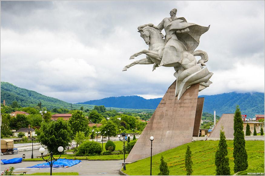 Памятник И. Плиеву. Владикавказ